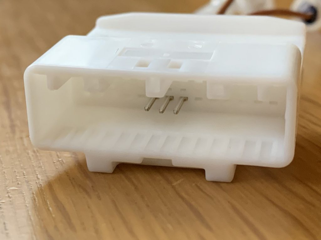 トヨタ用ステアリングリモコンに接続して社外ナビを使用するコネクター
