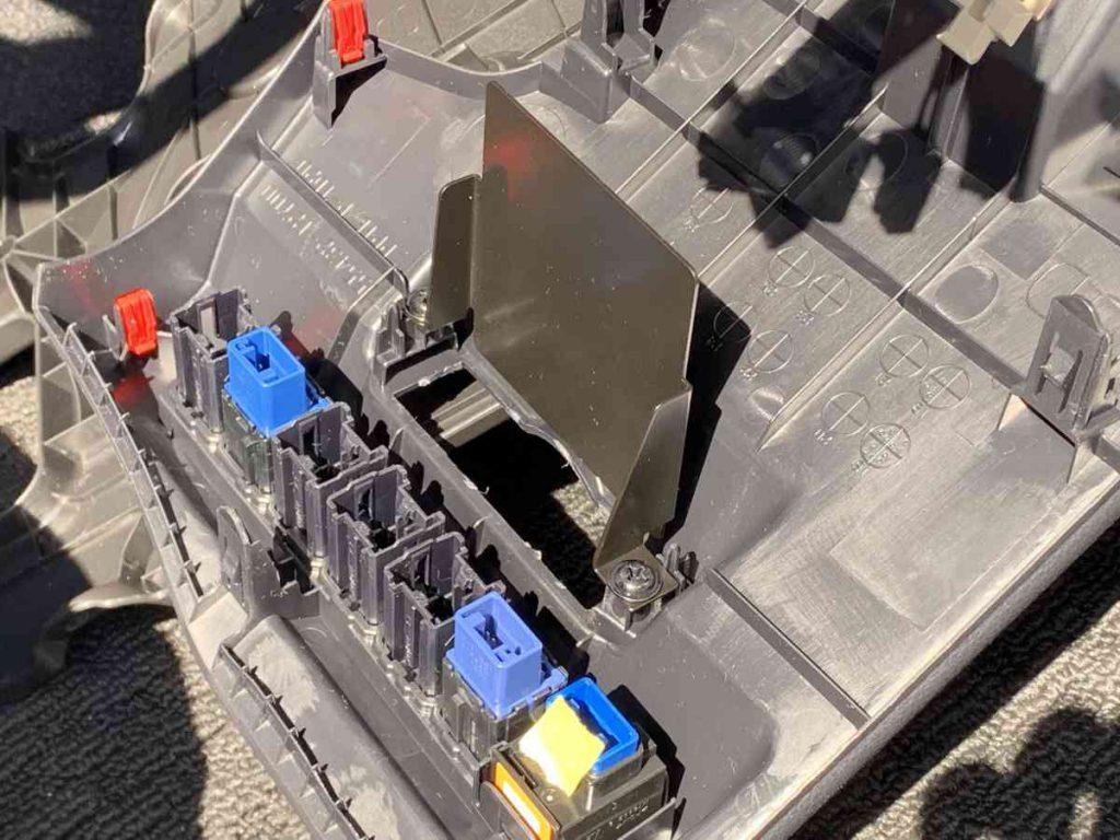 カローラスポーツ ETC取り付けパネルに取り付け金具を設置